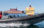 Протест на воде: активисты «Гринпис» по морю следуют за плавучей АЭС