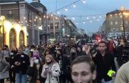 Жители Владивостока идут шествием по городу