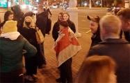 Белорусы не позволили карателям отобрать у Нины Багинской флаг