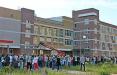 Гигантская очередь возле барановичской школы в первый день приема документов