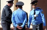 В условиях кризиса милиционерам и военным поднимут зарплаты