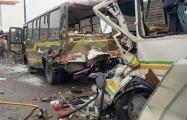 Грузовик протаранил колонну военных автобусов в Подмосковье