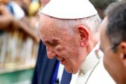 Папа Франциск рассек бровь в папамобиле в Колумбии