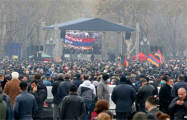 В Ереване начались столкновения оппозиции с силовиками