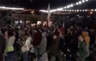 Жители Новой Боровой во дворе устроили концерт