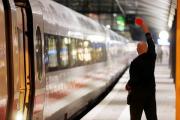 В Германии поезд врезался в грузовик с навозом