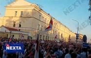 Тысячи протестующих проводят акцию около минского СИЗО на Володарского