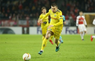 В чемпионате Беларуси футболист БАТЭ забил гол рукой, а судья его защитал