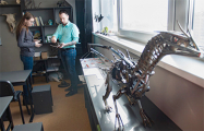 Как сельский учитель делает скульптуры из металлолома и учит детей включать воображение