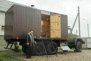 Житель Барановичей сделал баню на колесах из военного грузовика