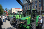 Фермеры на тракторах заблокировали администрацию воеводства в Белостоке