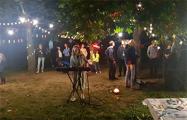 Рядом с «Площадью перемен» минчане собрались на импровизированный концерт
