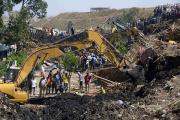 Число погибших под завалами на мусорной свалке в Эфиопии превысило 60 человек