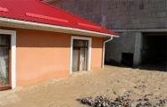 «Вода прибывает»: В Ялте дома ушли под воду и засыпаны камнями