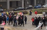 Омоновцы приехали в Лебяжий микрорайон на детский праздник и напугали детей