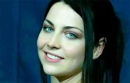 Вокалистка легендарной рок-группы Evanescence поддержала протестующих белорусок