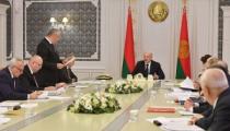 Как в былые времена: Лукашенко требует завершить уборочную к 7 ноября