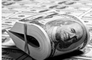 Больше белорусов любят доллар только таджики и узбеки