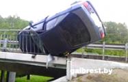 Фотофакт: В Барановичском районе Audi чуть не слетела с моста