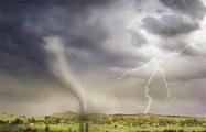 В Румынии торнадо перевернул пассажирский автобус