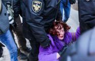 Задержанных в Минске девушек-правозащитников таскали за волосы и выкручивали им пальцы