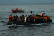 Двое взорвавшихся под Парижем смертников в октябре прибыли в Грецию с беженцами