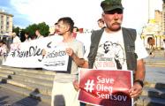 В Киеве сотни человек вышли на акцию в поддержку Олега Сенцова