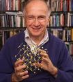 Лауреат Нобелевской премии назвал исследование аморфных веществ вызовом современной химии