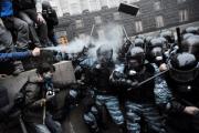 За время протестов на Украине пострадали более ста журналистов