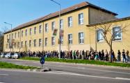 На выборах в Венгрии разрешили проголосовать всем, кто стал в очередь к участкам