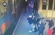 Двое парней напали на милиционера после того, как он попросил их не курить