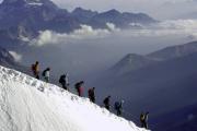 Снежная лавина накрыла 12 лыжников на австрийском курорте