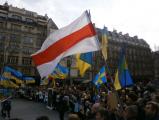 Жители Парижа почтили память героев Майдана