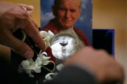 Итальянская полиция нашла пробирку с кровью Иоанна Павла II