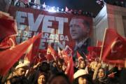 Эрдоган поздравил премьера Турции с итогами референдума