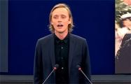 Польский актер устроил перфоманс в Европарламенте в знак солидарности с Беларусью