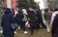 Минчане мощно отбили девушку у карателей