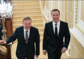 Медведев и Кобяков пытаются найти развязку спора по нефти и газу