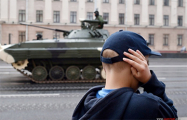 Фотофакт: Танки «смяли» асфальт в Минске