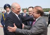 Лукашенко собирается в октябре лететь в Пакистан