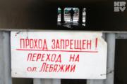 Покупатели попадают на рынок «Ждановичи» через забор