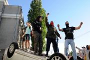 ЕС осудил нападение на российское посольство в Киеве