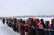 В России активистки организовали «Цепи солидарности»