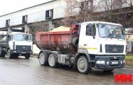 Чем будут посыпать дороги и тротуары этой зимой в Минске