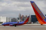 Два самолета столкнулись крыльями в калифорнийском аэропорту