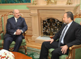 Либермана снова критикуют за дружбу с Лукашенко