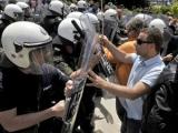 Греческая полиция применила против протестующих слезоточивый газ