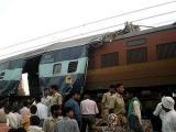 В Индии поезд сбил 16 человек