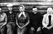 Объявлен сбор денег на новые памятники родителям Василя Быкова