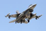 Турецкие истребители атаковали позиции ИГ и курдов